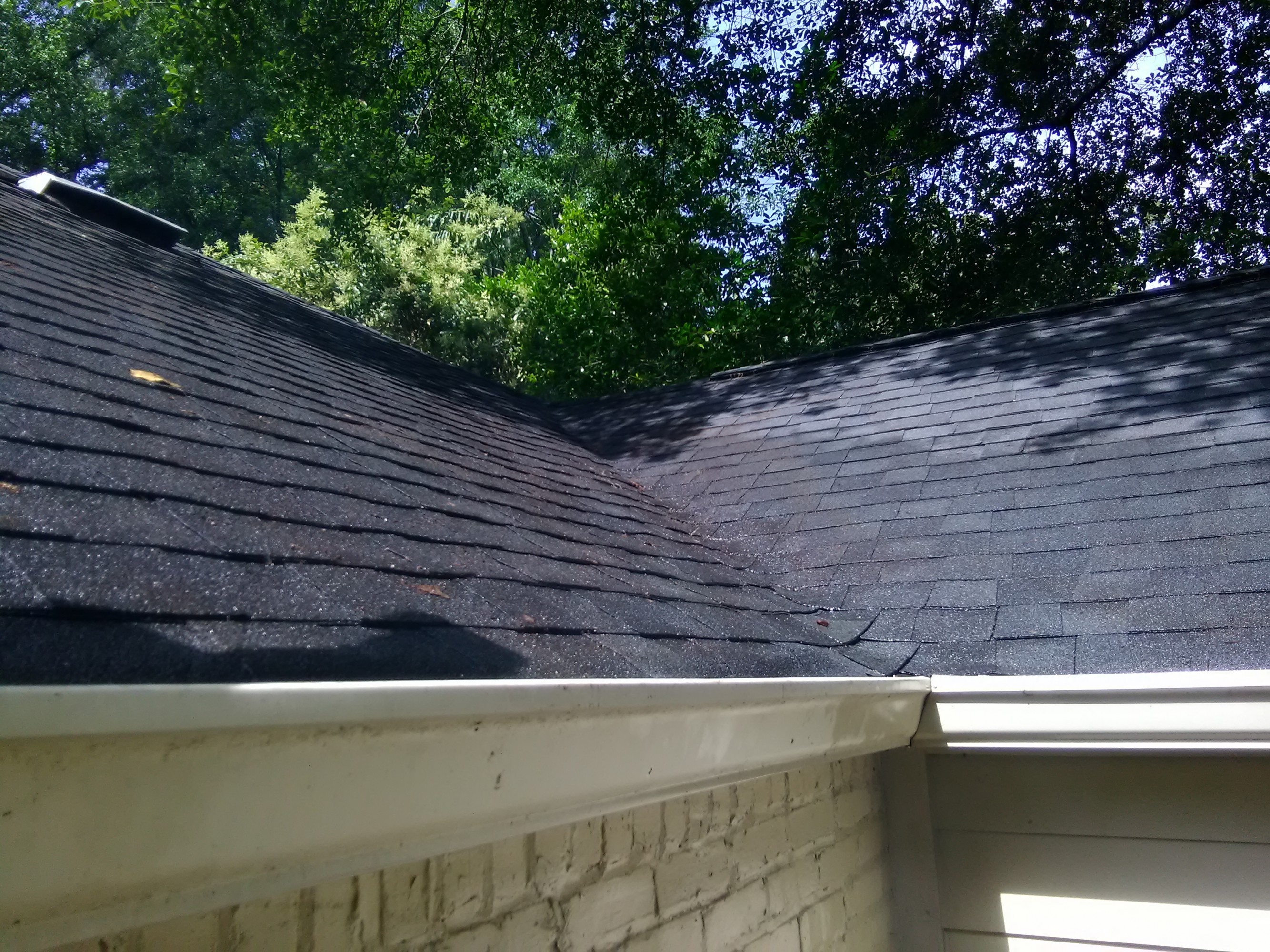Are Seamless Gutters Better Than Sectional Gutters? | Clean