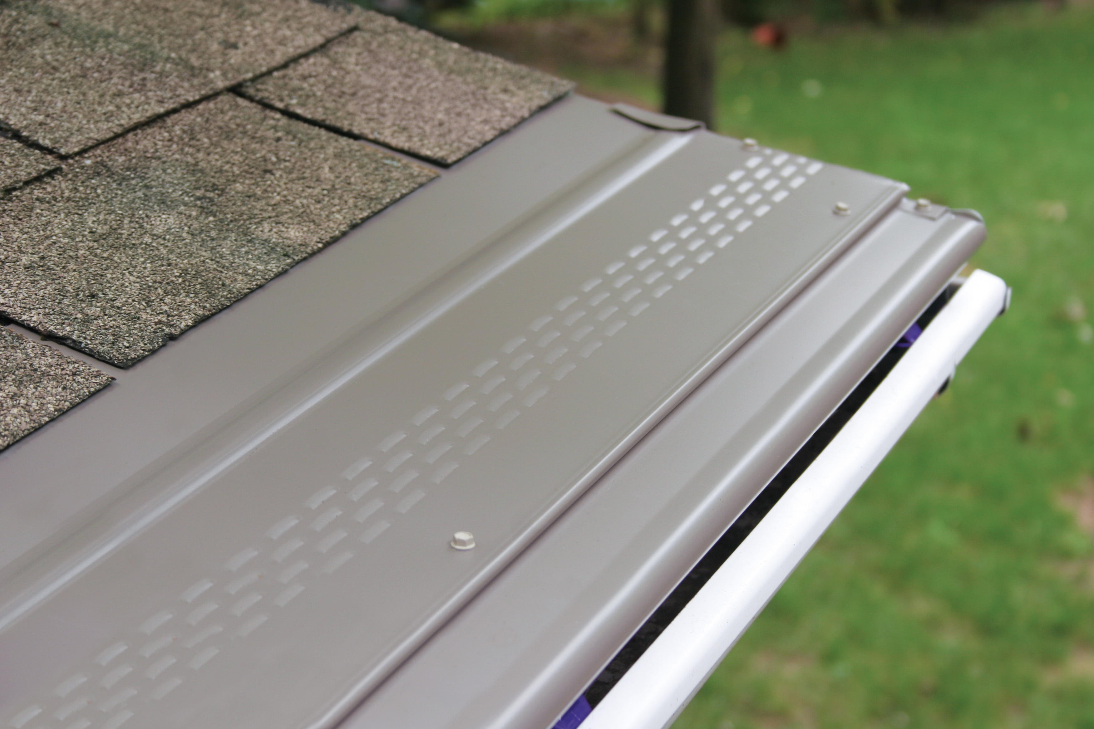 Best gutter guards clean pro gutter cleaning while gutter covers will block most debris from getting into a rain gutter they also tend to block a lot of water as well solutioingenieria Images