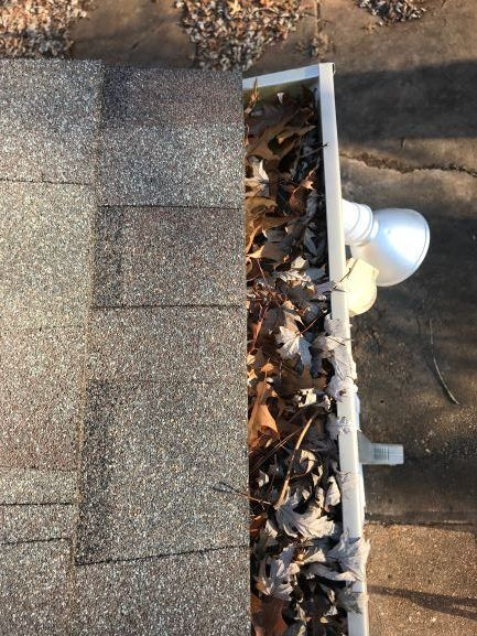 Gutter Cleaning Near St. Louis , Gutter Cleaner Near St. Louis