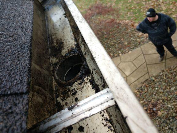 Gutter Cleaning Service Near Canfeld, Gutter Cleaner Near Canfield City
