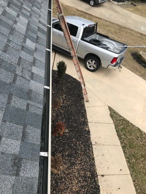 Gutter Cleaning Service Near Newark, Gutter Cleaner Near Newark